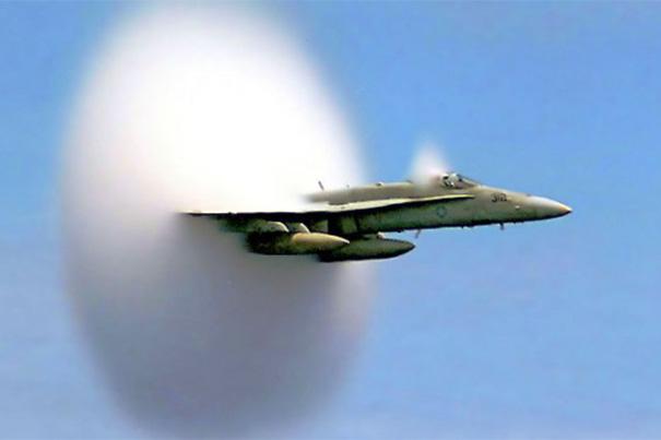Les OVNIs dépassent la vitesse du son sans créer de bang !