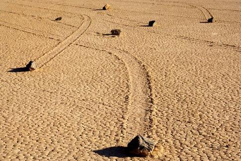 les-pierres-glissantes-vall-e-de-la-mort-californie-jpg_141949