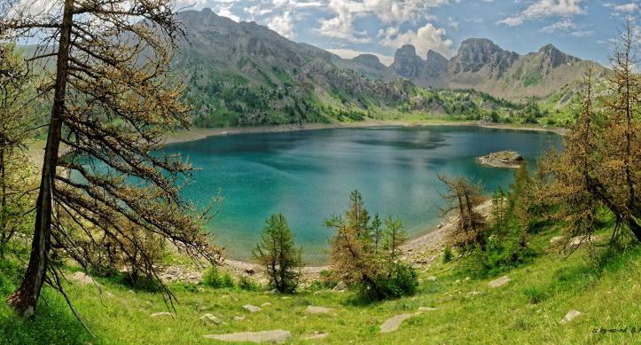 Prélèvements d'eau dans des lacs par des ovnis